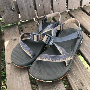 Practically BRAND NEW SIZE 8 CHACOS ZCLOUD